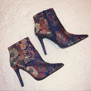 QUPID Tapestry Women's Heeled Boots Size 6 EUC